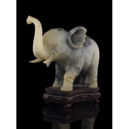 Esculturas. Figura tallada en piedras duras, S. XX.