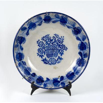 Plato en cerámica, S. XIX.