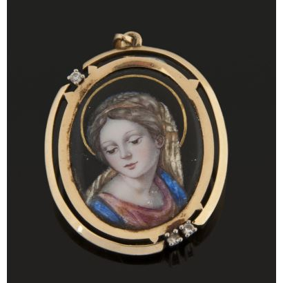 Nice oval pendant in yellow gold and image of the Virgin made in enamel, with three diamonds totaling 0.15cts. Length: 4cm
