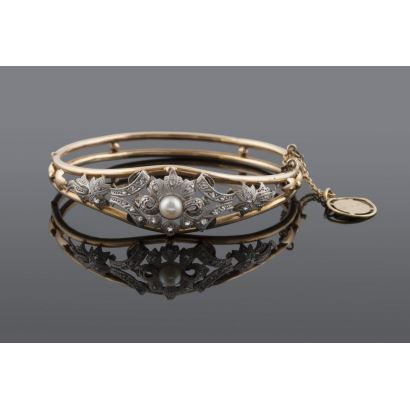 Old rigid bracelet in yellow gold and white gold. Weight: 13.4g