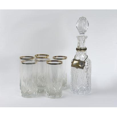 Conjunto de licorera y vasos, S. XX.