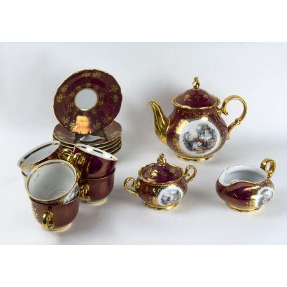 Juego de café en porcelana checa, S. XX.