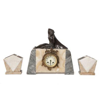 Relojes. Reloj francés de sobremesa Art Decó con guarnición, de la casa AD MOUGIN Deux Mèdailles, realizado en mármol de varios colores y rematado por figura de dama en  bronce . Principios s.XX. Medidas: 36x36x16cm.