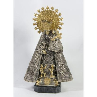 Virgen de los desamparados en plata.