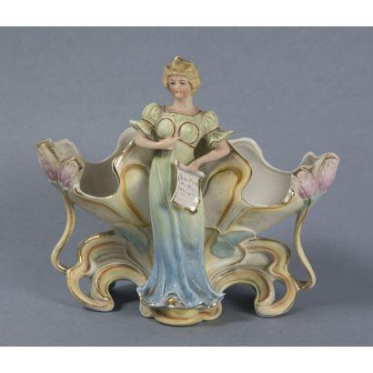Porcelana. Centro Art Nouveau, ppios. S. XX.