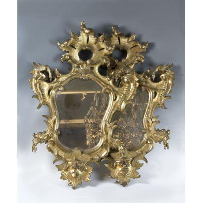 Espejos y marcos. Pareja de cornucopias, S. XVIII.