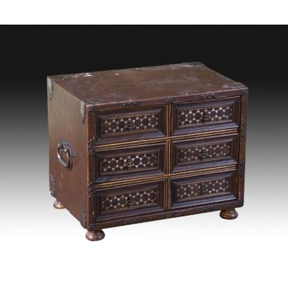 Furniture. Spanish arquilla, following S. XVI models.