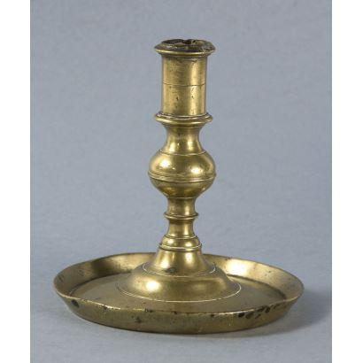 Objetos. Candelero en bronce, S. XVII.
