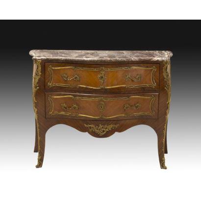 Muebles. Cómoda bombé estilo Luis XV, Francia, siglo XIX.