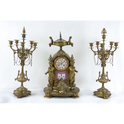 Reloj de sobremesa con guarnición, S. XIX.