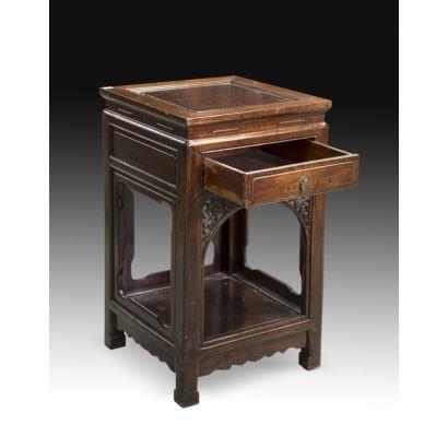 Oriental side table, ffs. XIX.