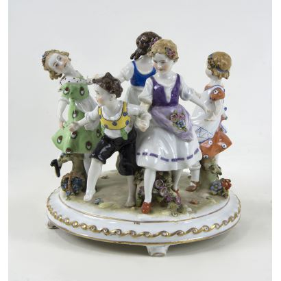 Grupo en porcelana, S. XX.