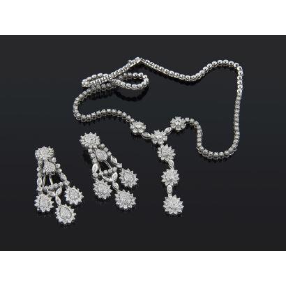Conjunto de pendientes y gargantilla de oro blanco de 18k con diamantes.