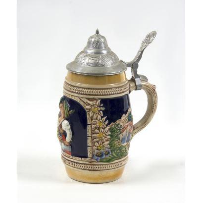 Tankard en cerámica esmaltada, ppios. S. XX.