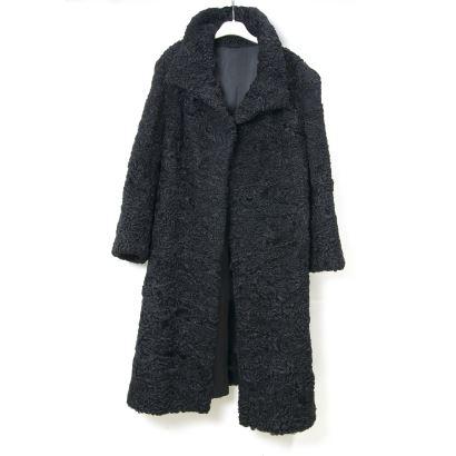 Textiles. Abrigo en piel de astracán.