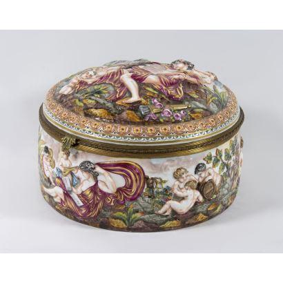 Joyero en cerámica Capodimonte.