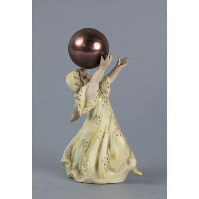 Porcelana. Figura en biscuit, ppios. S. XX.