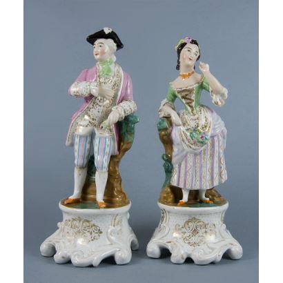 Pareja de figuras en porcelana isabelina, S. XIX.