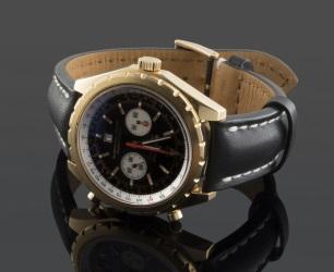 Importante reloj de pulsera para caballero de la casa BREITLING, modelo  CHRONOMATIC, con caja de oro y correa de piel, serie limitada numerada 196/250. Como nuevo, cuenta con caja y papeles.