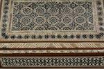 Objetos. Joyero con estructura de madera con forma rectangular, está decorado con taracea de nácar, ébano y hueso que forman motivos coptos, árabes y judíos, con interior forrado en terciopelo. 16x10cm.