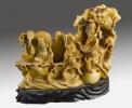 Esculturas. Bella talla de símil de marfil  (resina) que representa de manera costumbrista a los dioses Hsien, los inmortales de la mitología china. 15x13x8cm